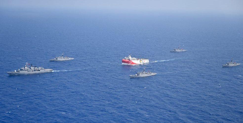 Tensions en Méditerranée : la France déploie deux Rafale et deux navires de guerre contre l'expansion turque