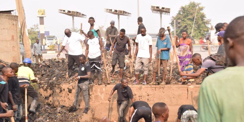 Travaux de Développement Communautaire – Rendre propre une parcelle de MUKAZA, BUJUMBURA MAIRIE / BURUNDI