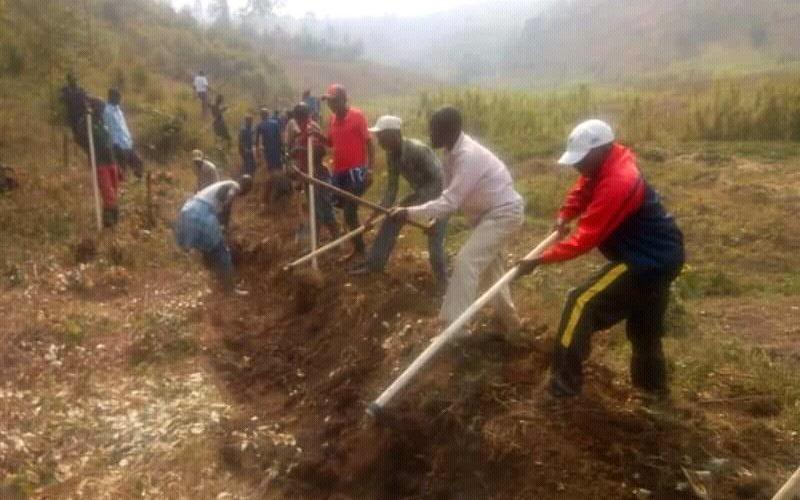 Travaux de Développement Communautaire  – Tracer des courbes de niveaux en colline RUCE à BUBANZA / BURUNDI