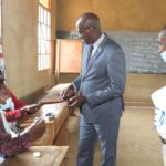 COLLINAIRES 2020 - GASHATSI vote chez lui en colline TEKA, commune MBUYE, MURAMVYA / BURUNDI