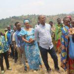 COLLINAIRES 2020 - L'Ombudsman NDUWIMANA vote chez lui en colline BUSINDE, commune GAHOMBO, KAYANZA / BURUNDI