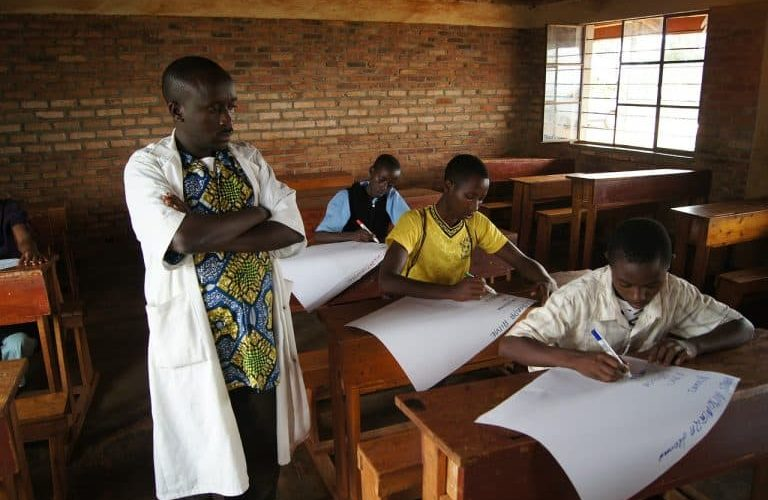 Un enseignant du secondaire, salaire net de 310 000 BIF / BURUNDI