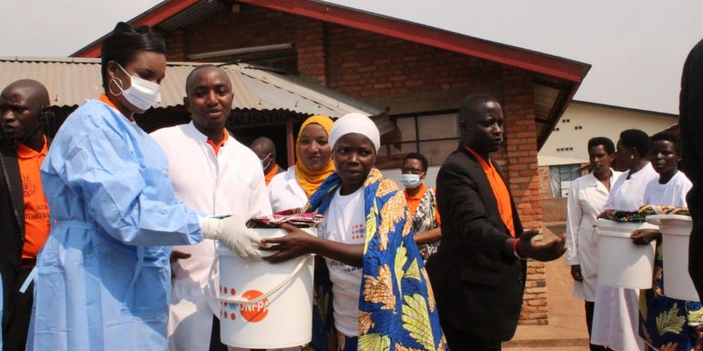 La 1ère Dame en visite au Centre URUMURI,  Hôpital Régional de GITEGA / BURUNDI