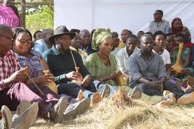 Le Président Evariste Ndayishimiye rencontre ses voisins de sa commune natale