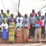 Notre Championne NIYONSABA Francine a donné  à des étudiants de BWERU des cahiers, RUYIGI / BURUNDI