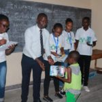 BOLD GENERATION donne des cahiers à 58 élèves à BUJUMBURA / BURUNDI