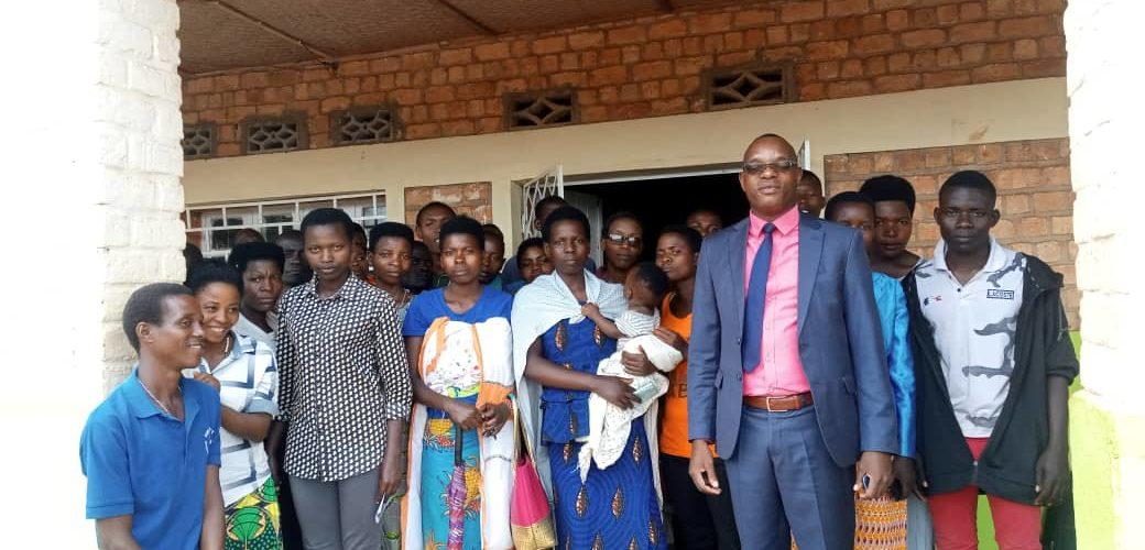 Un grand nombre des jeunes chômeurs en attente, MURAMVYA / BURUNDI