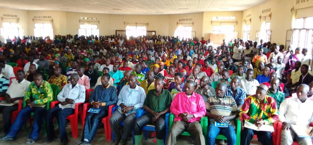 1er contact avec les élus collinaires des communes GISAGARA et MISHIHA, à CANKUZO / BURUNDI