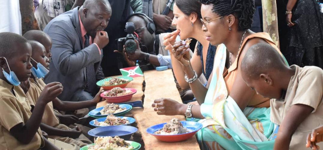 Les enfants des cantines scolaires mangent locale, KIRUNDO / BURUNDI