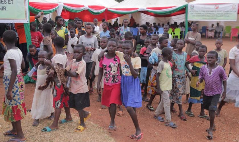 CARE clôture ses camps d'été pour les JEUNES de KABEZI, BUJUMBURA / BURUNDI