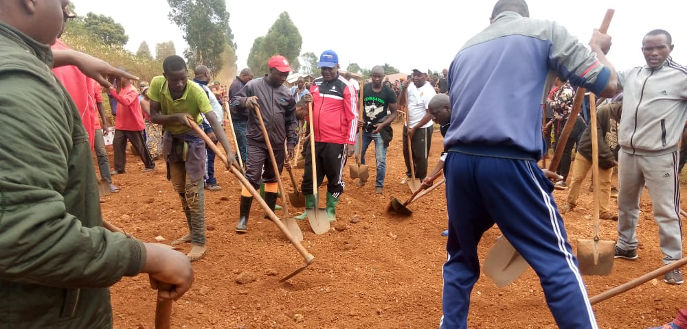 TRAVAUX DE DEVELOPPEMENT COMMUNAUTAIRE :  – Aménager la piste MIHIGO-RUKECO, NGOZI / BURUNDI