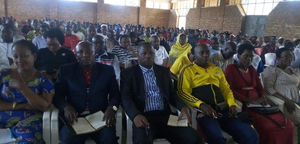 Le gouverneur rencontre les natifs de RUMONGE / BURUNDI