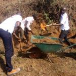 TRAVAUX DE DÉVELOPPEMENT COMMUNAUTAIRE - Le CNDD-FDD RUYIGI déblaye une route de KIRASIRA, à BUTEZI / BURUNDI