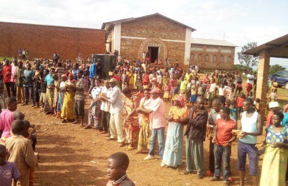 BURUNDI :  TRAVAUX DE DÉVELOPPEMENT COMMUNAUTAIRE – Grande mobilisation pour rénover l'ECOFO NYABIHANGA I / MWARO