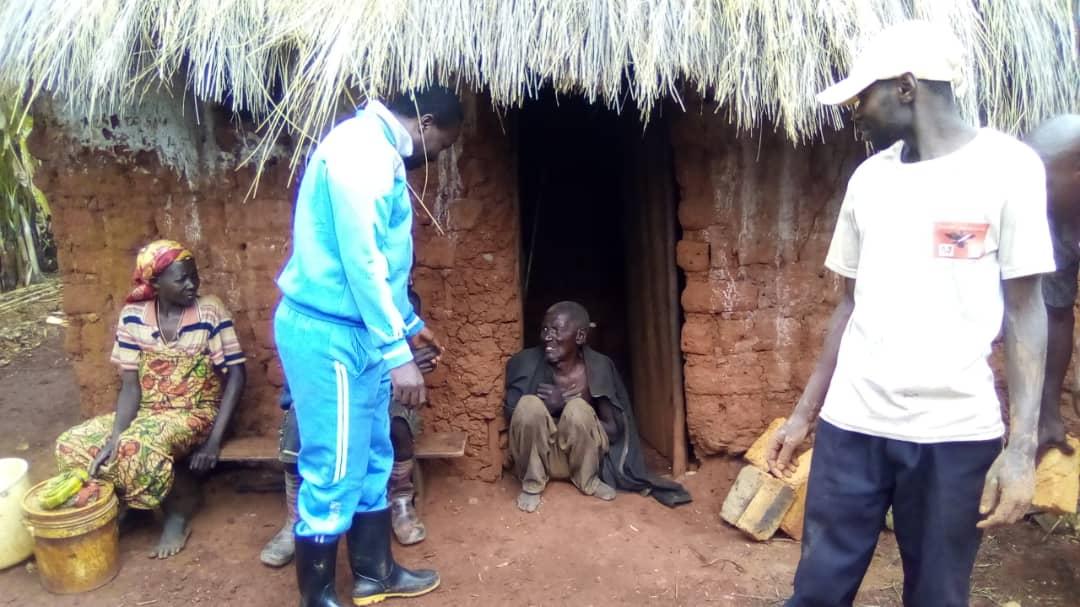 BURUNDI : TRAVAUX DE DEVELOPPEMENT COMMUNAUTAIRE – Bâtir une maison pour une famille de MPINGA-KAYOVE / RUTANA