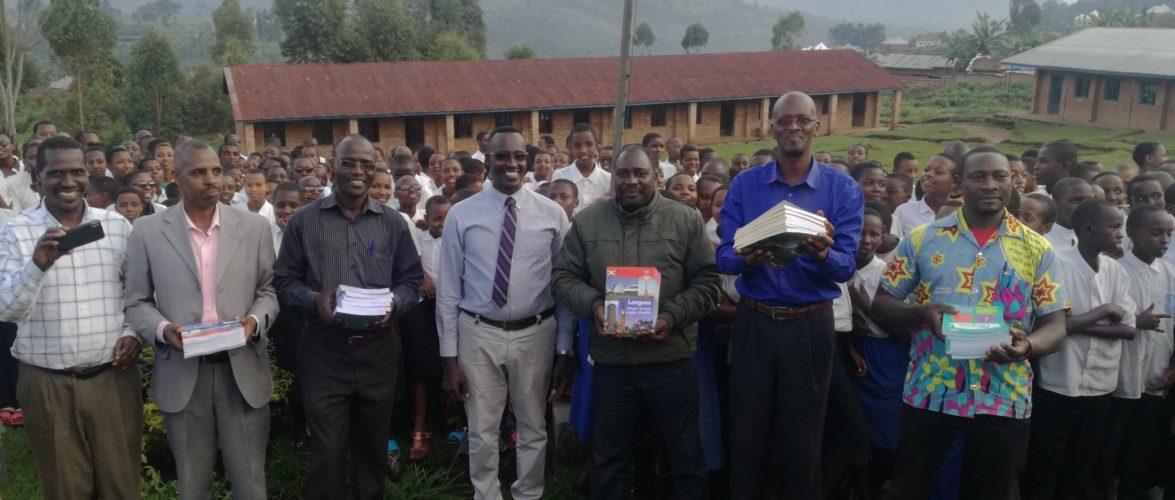 La DIASPORA ORIGINAIRE DE BURURI octroie plus de 4.000 livres scolaire / BURUNDI