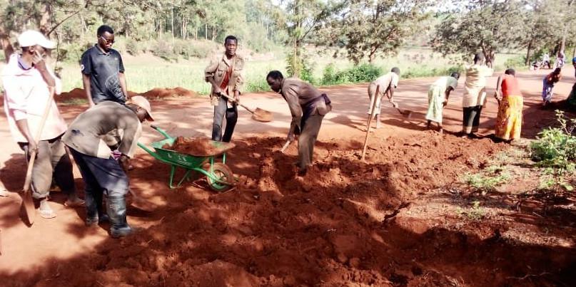BURUNDI : TRAVAUX DE DÉVELOPPEMENT COMMUNAUTAIRE – Entretien de la route menant en colline TEMA à BUKIRASAZI / GITEGA