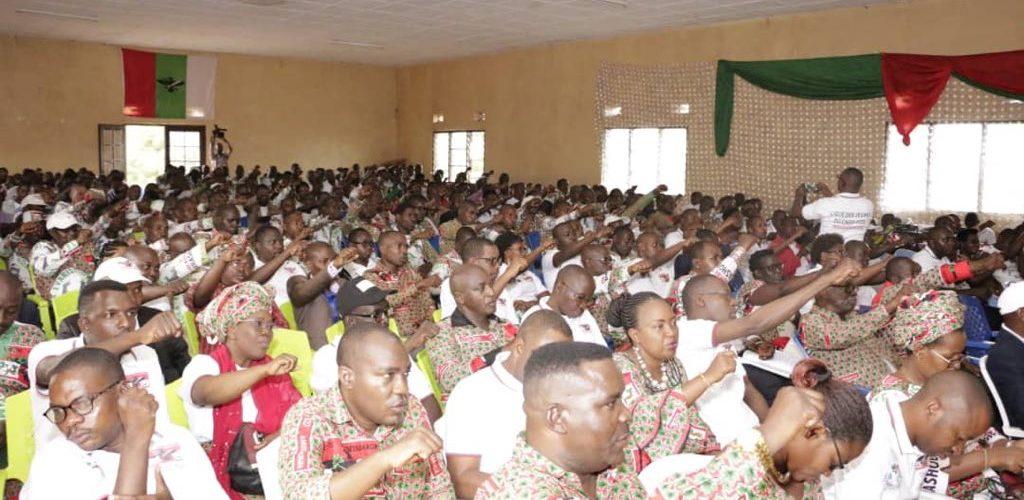 Le CNDD-FDD débat à KABEZI, BUJUMBURA / BURUNDI