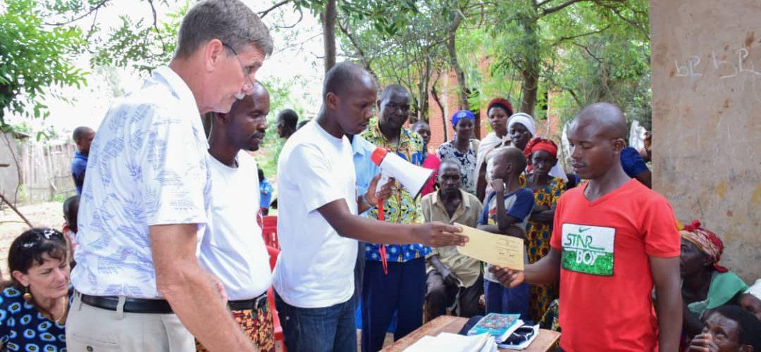 BURUNDI : Mission d'évangélisation à RUGOMBO – Don de Cartes d'Assurance Maladie / CIBITOKE