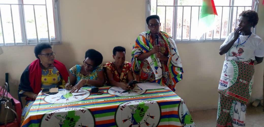BURUNDI : Réunion entre BAKENYERERARUGAMBA dont FEMME INTWARI de MWARO