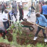 BURUNDI : TRAVAUX DE DEVELOPPEMENT COMMUNAUTAIRE - Curer les caniveaux au centre- ville de KARUSI