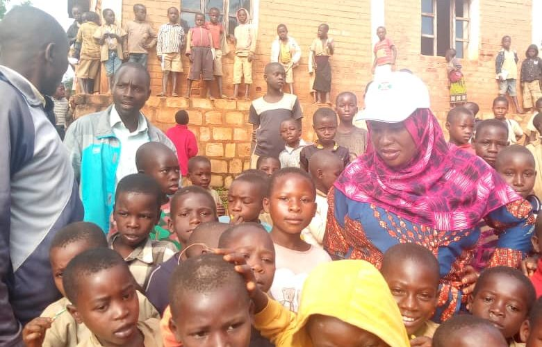 BURUNDI : L' administrateure communal visite une école primaire de MAKAMBA