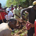 BURUNDI : TRAVAUX DE DÉVELOPPEMENT COMMUNAUTAIRE - Déboucher le caniveau sur la route MBUYE-BUKEYE / MURAMVYA