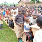 BURUNDI : Les natifs de KABUYE offrent 52 bancs de classe à VUMBI / KIRUNDO