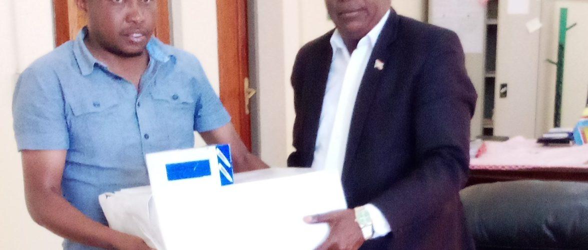 BURUNDI : Fondation STAMM – Don de registres d'enregistrement des naissances / NGOZI
