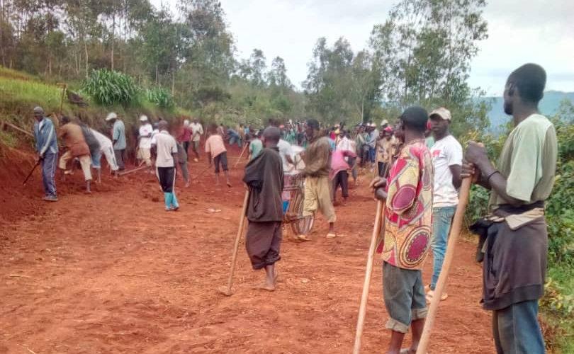 BURUNDI : TRAVAUX DE DÉVELOPPEMENT COMMUNAUTAIRE – Construire une route menant à la colline KIVOMWA, NYABIHANGA / MWARO