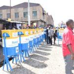 La commune Mukaza réceptionne des poubelles publiques
