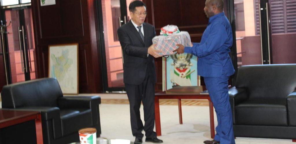 BURUNDI / CHINE : Le Président remercie ardemment l'ambassadeur LI CHANGLIN