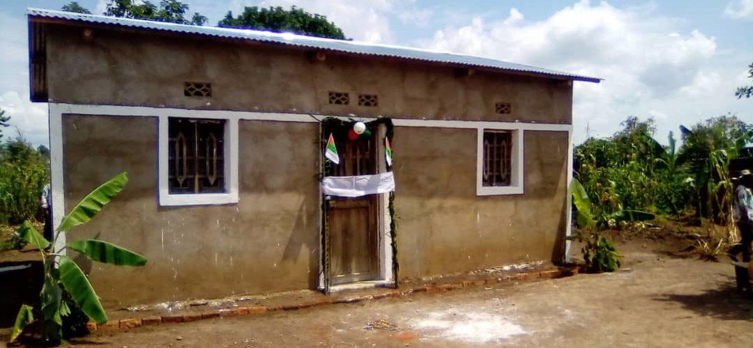 BURUNDI : Don d'une maison à une MUKENYERERARUGAMBA du CNDD-FDD KAYOGORO / MAKAMBA
