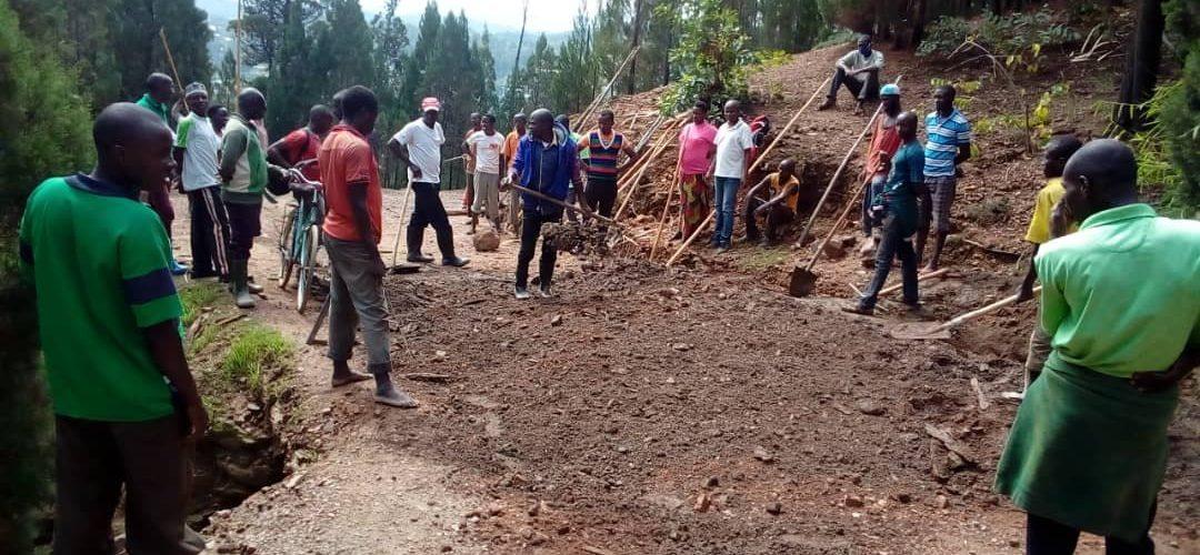 BURUNDI : TRAVAUX DE DEVELOPPEMENT COMMUNAUTAIRE – Reboisement et entretien de la route NYANGEMBE / CANKUZO