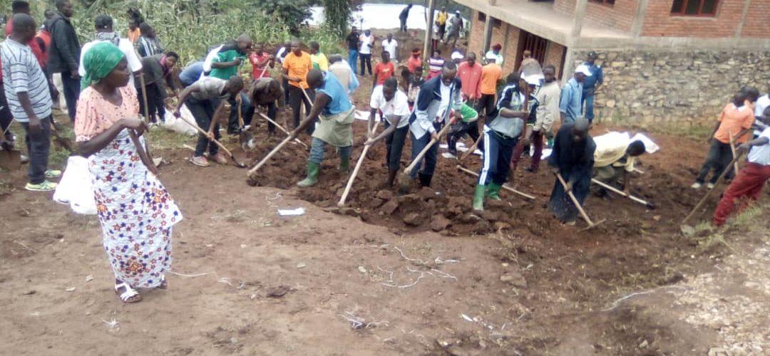 BURUNDI : TRAVAUX DE DEVELOPPEMENT COMMUNAUTAIRE –  Déblayer une route à MURAMVYA