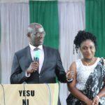 BURUNDI : Le S.G du CNDD-FDD et son épouse à l'Eglise de Mme Feu NKURUNZIZA / NGOZI