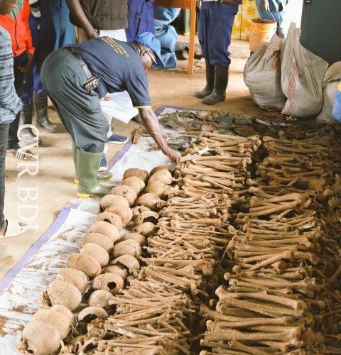 GENOCIDE CONTRE LES HUTU DU BURUNDI EN 1972 / CVR : 109 personnes exhumés dans une fosse à SONGA / BURURI