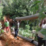 BURUNDI : TRAVAUX DE DEVELOPPEMENT COMMUNAUTAIRE - Poser de longs tuyaux de conduite d'eau sur environ 2,25 Km / CIBITOKE