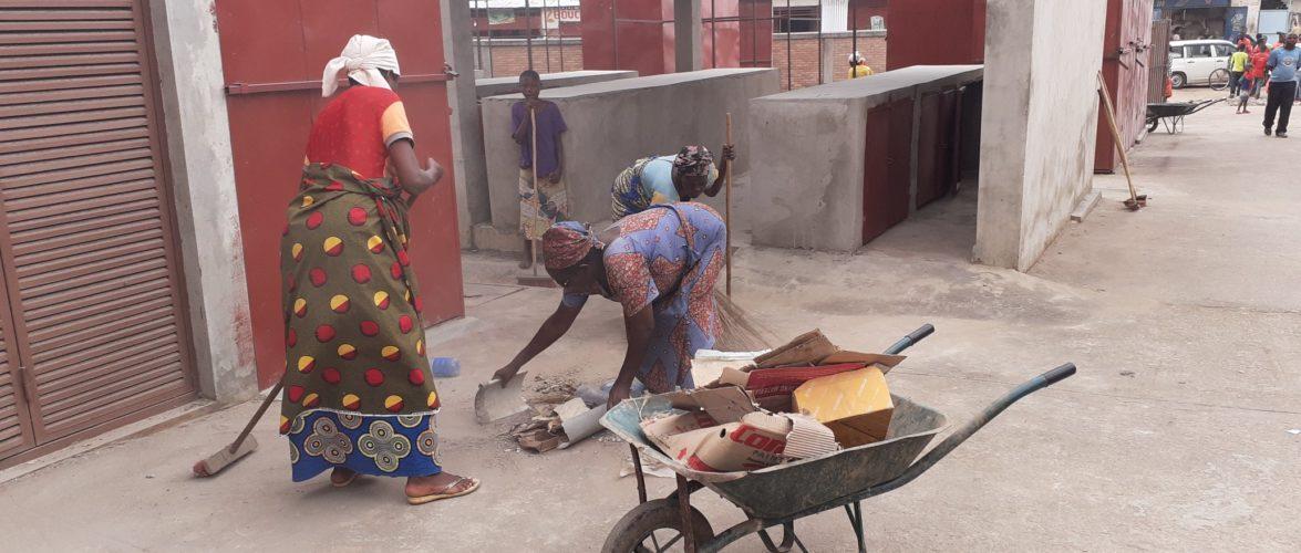 BURUNDI : TRAVAUX DE DEVELOPPEMENT COMMUNAUTAIRE – Nettoyer le MARCHE DE KANYOSHA avant son ouverture le 5-03-2021 / BUJUMBURA