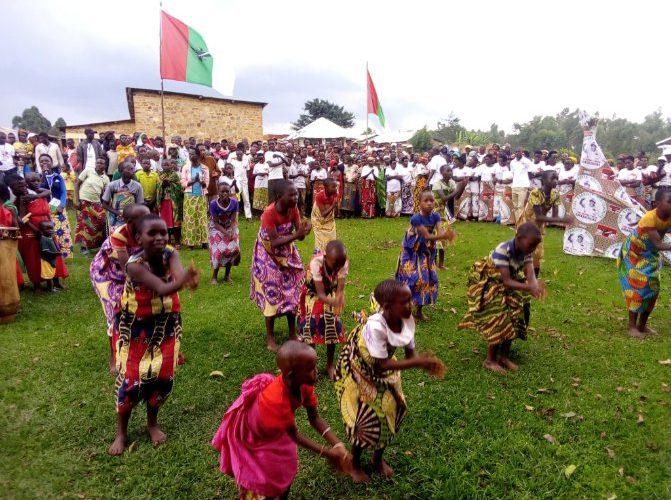 BURUNDI : Les BAGUMYABANGA de NDAVA fêtent la victoire du CNDD-FDD en 2020 / MWARO