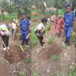 BURUNDI : TRAVAUX DE DÉVELOPPEMENT COMMUNAUTAIRE - Planter des bambous sur la montagne à  GITAZA / RUMONGE