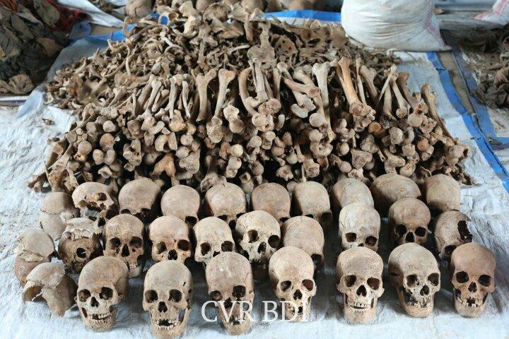 GENOCIDE CONTRE LES HUTU DU BURUNDI EN 1972 / CVR : Les ossements des victimes à RUKOMA, TABA à SONGA / BURURI