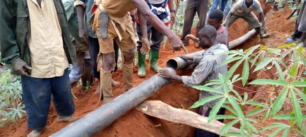 BURUNDI : TRAVAUX DE DEVELOPPEMENT COMMUNAUTAIRE – Poser une canalisation d'eau de MUGINA à RUGOMBO / CIBITOKE