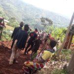 BURUNDI : TRAVAUX DE DEVELOPPEMENT COMMUNAUTAIRE - Tracer une route à NYABIRABA  entre les collines MUGENDO, MUSENYI et KINAMA / BUJUMBURA