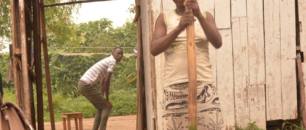BURUNDI : Une vendeuse d' – ISOMBE – au marché de KAMENGE / BUJUMBURA