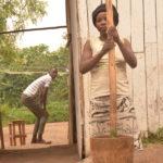 BURUNDI : Une vendeuse d' - ISOMBE - au marché de KAMENGE / BUJUMBURA