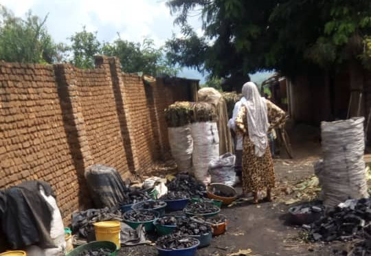 BURUNDI : Fabricante de CHARBON à KIRUNDO