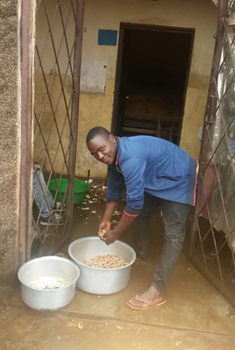 BURUNDI : MBONANKIRA, RESTAURATEUR au centre ville de GITEGA