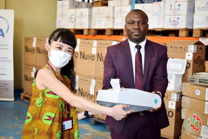 La JICA remet au ministère de la santé publique un don d'équipement pour lutter contre la Covid19