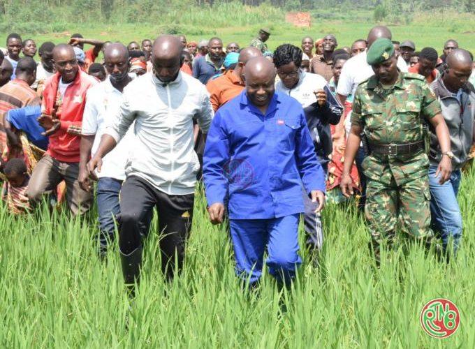 Karusi: le Chef de l'Etat visite les réalisations du Prodefi au sein de la population